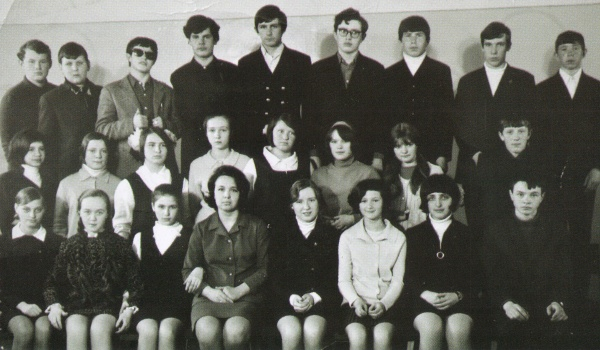 Алексей Гордеев в вузе (крайний справа во втором ряду).