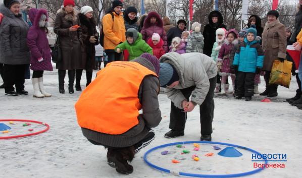 Управление физической культуры проводит игры для малышей.