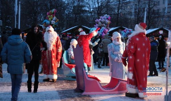 У горожан разбегались глаза от выбора Дедов Морозов.