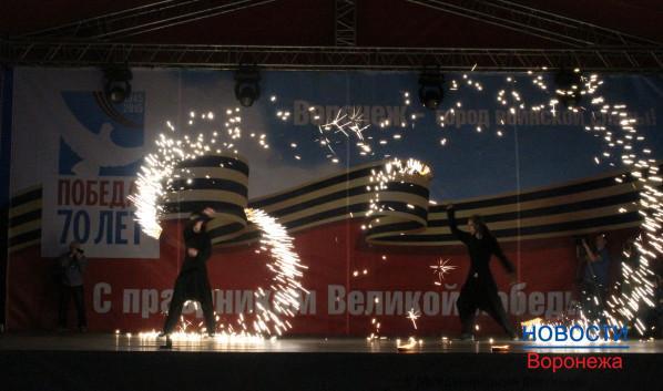 Участники фестиваля «зажигали» на сцене.