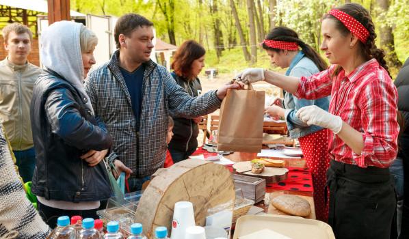 В парке «Динамо» на один день открыли 8 новых кафе.