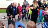 Под присмотром чемпионки дети попробовали жим лежа.