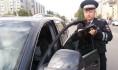 Гаишники штрафовали водителей за тонировку.