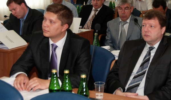 Александр Тюрина на фото слева.