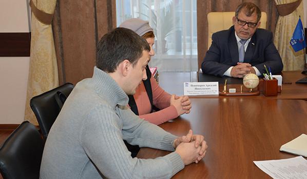 Андрей Попов и Татьяна Богданова на приеме у депутата.