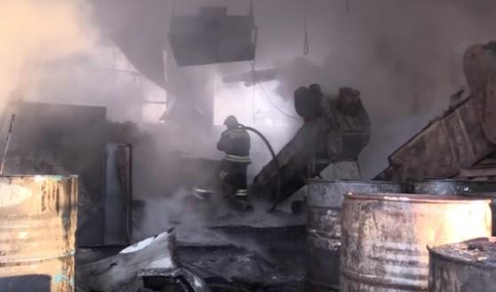 Пожар на складе с каучуком.