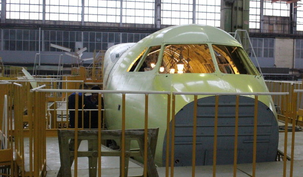 Сборка нового военно-транспортного самолета Ил-112В.
