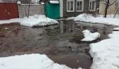 Вода затапливает улицу в Воронеже.