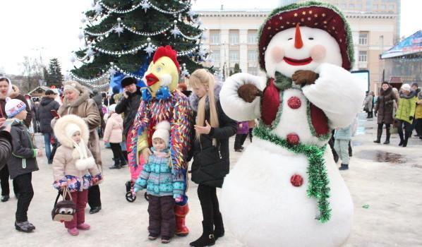 Как воронежцы отмечают Новый год на площади Ленина.