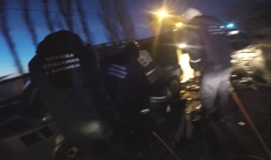 Спасатели деблокировали пострадавших.