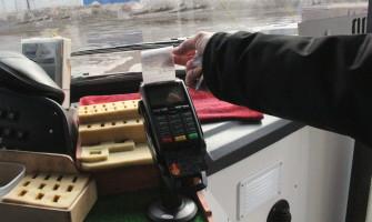 В троллейбусах Воронежа теперь можно оплачивать проезд банковскими картами.