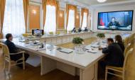 Общение Алексея Гордеева и Дмитрия Медведева прошло в режиме видеоконференции.