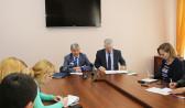 Мэр Александр Гусев на брифинге с журналистами.