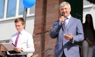 Александр Гусев поздравил выпускников.
