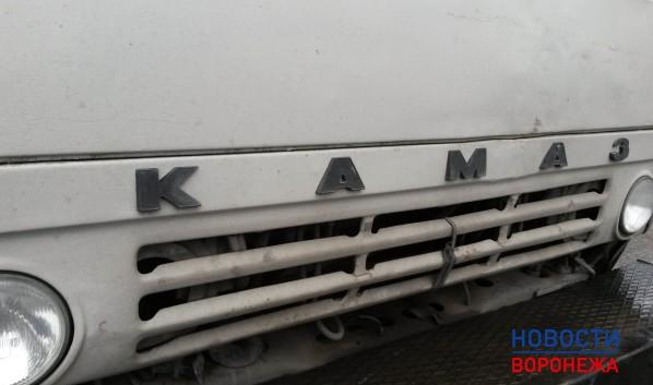 Под Воронежем 10-ку смяло встолкновении с«КамАЗом»: шофёр умер