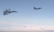 Су-27 «машет крыльями» натовскому F-16.