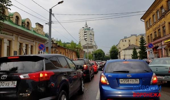 Воронежские пробки достигли 10 баллов из-за ливня