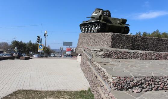 Работы проходят в районе танка Т-34.