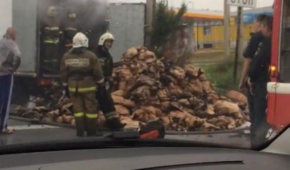 Загорелась фура на улице Остужева.