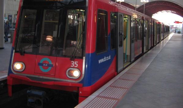 Легкое метро без машиниста в Лондоне.