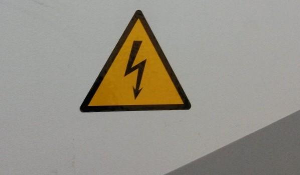 К электричеству нередко подключаются незаконно.