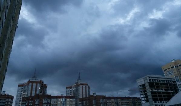 На Воронеж идут грозы с ливнями.
