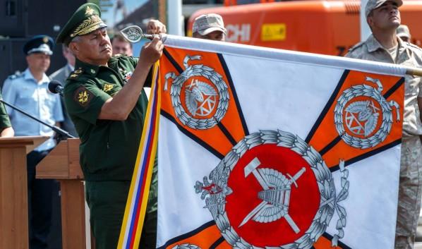 Сергей Шойгу вручил орден Жукова железнодорожной бригаде.