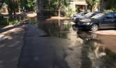 Двор на улице Циолковского заливает водой.