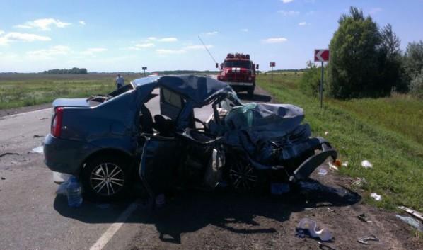 Авто получили сильные повреждения.