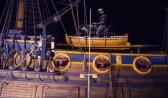 Байкер на мотоцикле забрался на корабль.