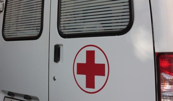 Трех человек госпитализировали.