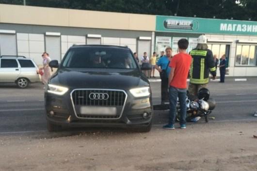 Мопед столкнулся с Audi Q3.