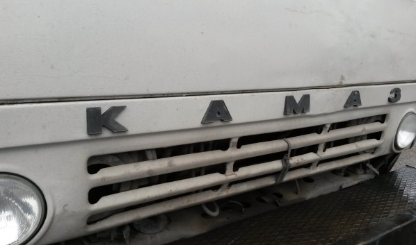Из грузовика украли топливо.