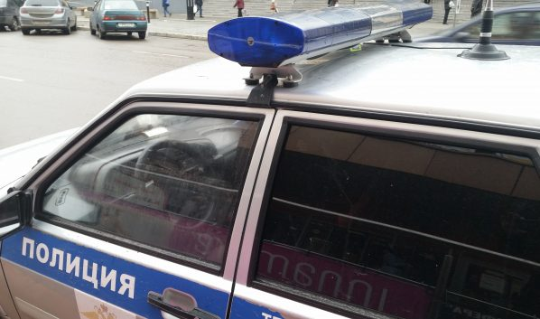 Водитель сбил полицейского.