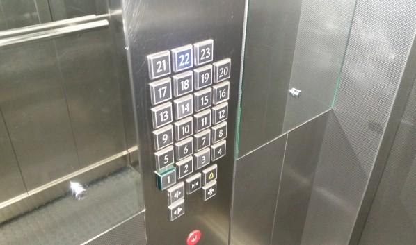 Девушку изнасиловали в лифте.