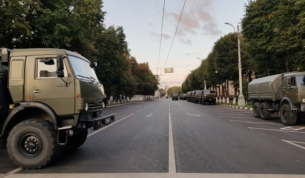 Движение перекрыли вокруг площади Ленина.