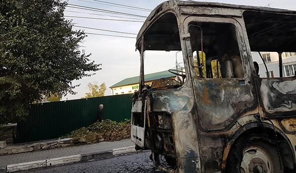 ВВоронеже вцентре города дотла выгорел маршрутный автобус «ПАЗ»