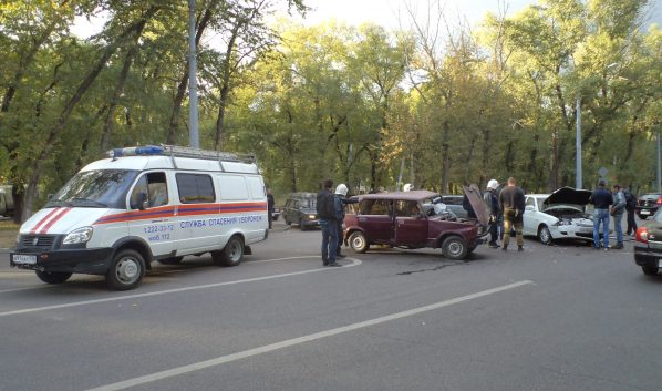 Столкнулись две машины.