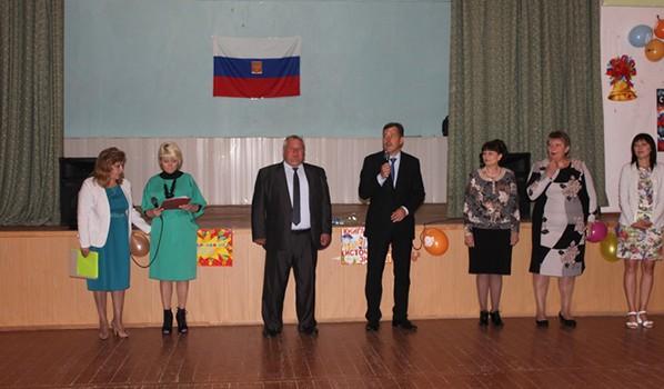 Константин Ашифин поздравил учеников и преподавателей.