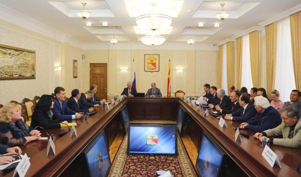Мэр провел встречу с представителями строительных организаций города.