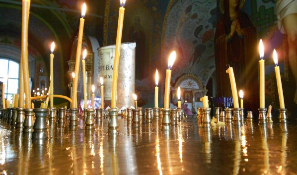 Церковные свечи.