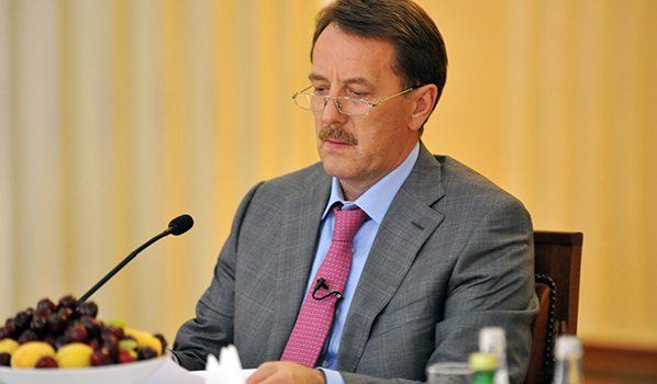 Губернатор поехал на переговоры в Венгрию.