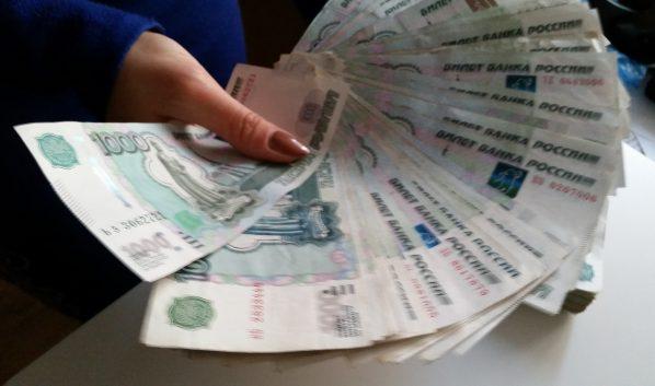 Девушка похитила деньги с карты знакомой.