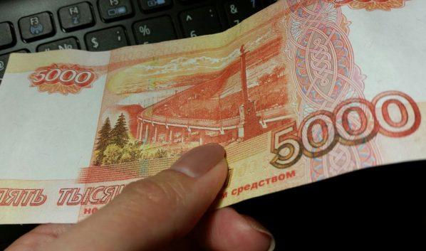 ВСмоленской области изсалона мобильной связи изъяли пятитысячную поддельную купюру