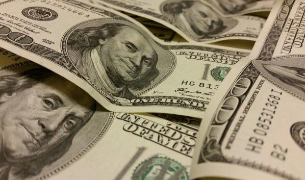 Доллары США.