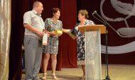 Олега и Арину Фирсовых поздравляют от лица депутата.