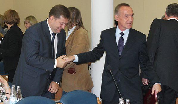Сергей Крючков слева.