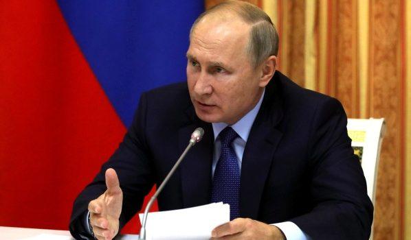 Владимир Путин на совещании в Воронеже.