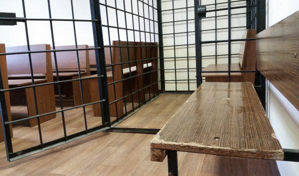 Молодой человек попал на скамью подсудимых.
