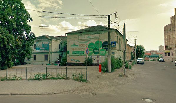 Дом №15 по улице Платонова, где хотели начать стройку.